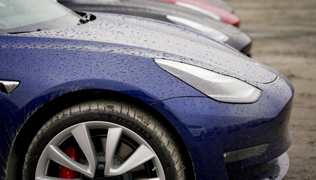 PRISBOMBE: Ryker momsfritaket, blir Teslaen uoppnåelig for mange. Foto: NTB scanpix