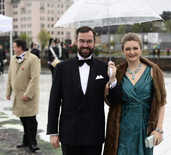 BLIR FORELDRE: Kronprins Guillaume og kona kronprinsesse Stéphanie av Luxembourg venter sitt første barn. Her fra dronning Sonja og kong Haralds 80-årsfeiringer i Oslo i 2017. FOTO: NTB scanpix