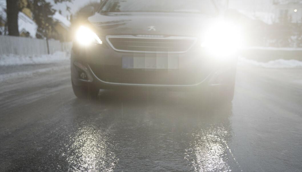 Mange trafikkuhell på glatte veier på Østlandet