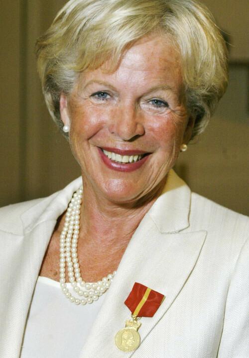 HEDRET: I 2003 fikk Grete Roede tildelt Kongens fortjenestemedalje i gull. Foto: NTB Scanpix
