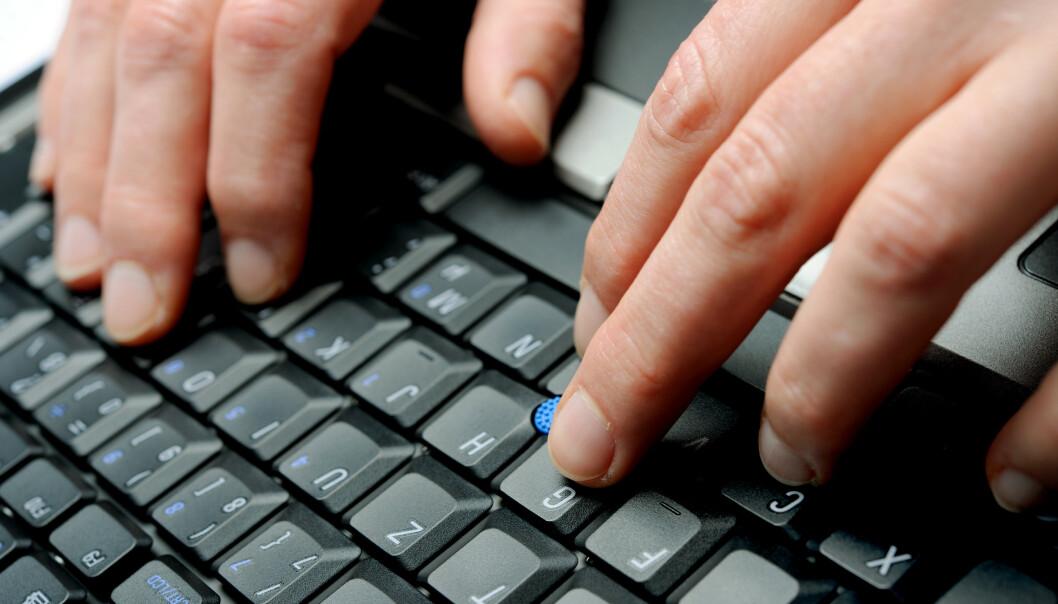 Hender på tastatur. Jobber på PC. Hands on a computer keyboard. Foto: Frank May / NTB scanpix