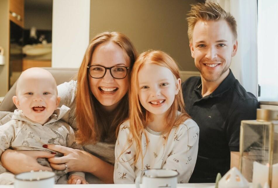 ELSKER VANLIFE: Emma og Rikard ønsket å hoppe av «hamsterhjulet» for en periode og flyttet derfor inn i en liten bobil. Her sammen med barna Lowe og Lilly. FOTO: Privat