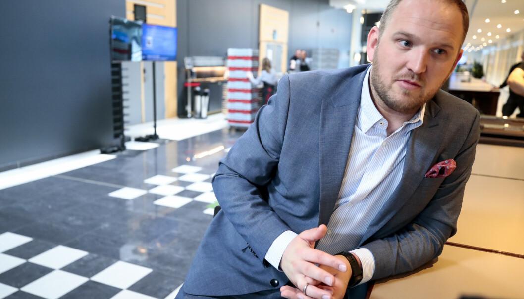 <strong>ULOVLIG:</strong> Samferdselsminister Jon Georg Dale (Frp) sier det er ulovlig å bruke bompenger på priskutt for kollektivtransport. Her fra partiets landsmøte i mai. Foto: Lise Åserud / NTB scanpix