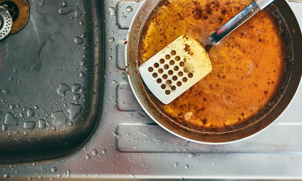 GRISERI: Om du skyller matfettet rett ned i vasken uten å tørke av pannen først, eller velger å dumpe matrester i do, ber du om trøbbel...Foto: NTB Scanpix.