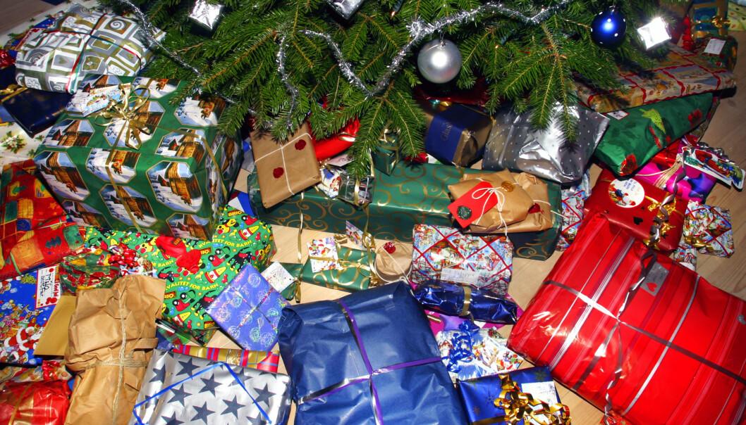 Tar du av før jul? Mye tyder på at alder og geografi har litt å si for hvor mye folk planlegger å bruke på julegaver. Illustrasjonsfoto: NTB scanpix