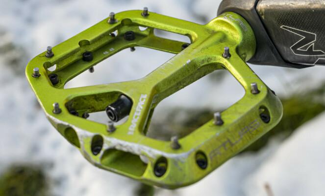 <strong>ENKLERE:</strong> Flatpedaler, gjerne av type terrengpedaler med gode pigger, er enklere i bruk på vinteren enn klikkpedaler. Foto: Jamieson Pothecary