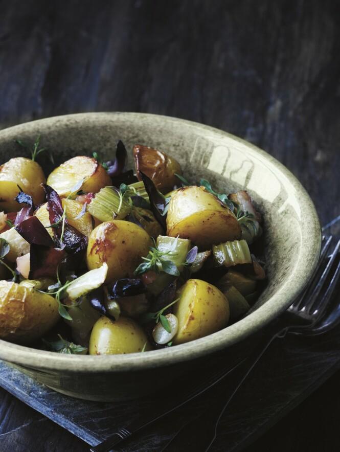 Eple og stangselleri gir potetene det lille ekstra. Tips! Denne deilige potetsalaten passer til alle typer kjøtt. FOTO: Columbus Leth