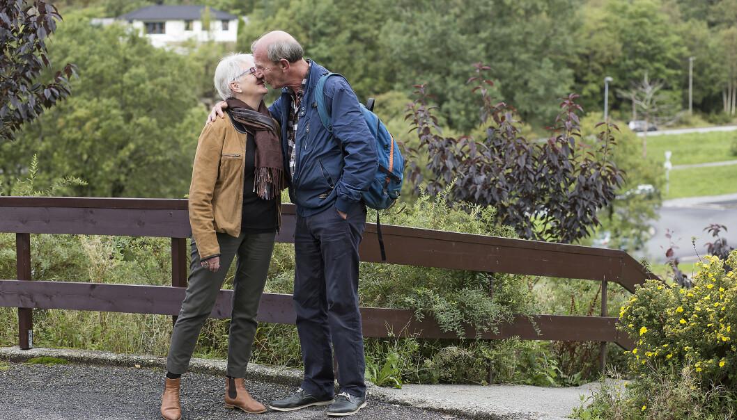 Stein har aldri hatt lappen, og liker godt å gå. Fra hans leilighet til Ritas er det en spasertur på femten minutter, noe som passer paret helt perfekt. Foto: Silje Katrine Robinson