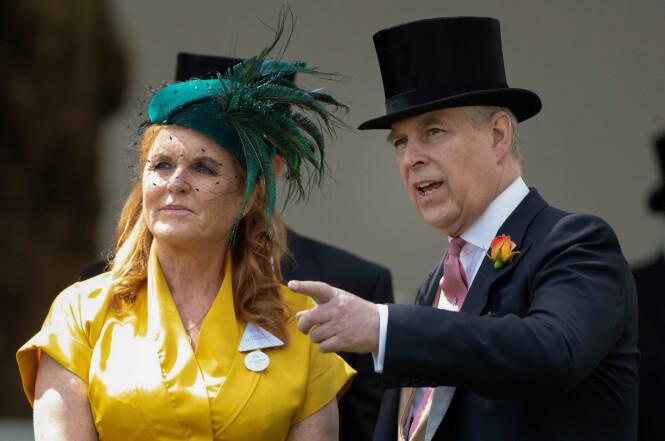 GODE VENNER: Til tross for at skilsmissen med prins Andrew var et faktum i 1996, har de valgt å beholde vennskapet. Dette bildet ble tatt under Royal Ascot sommeren 2019. FOTO: NTB scanpix