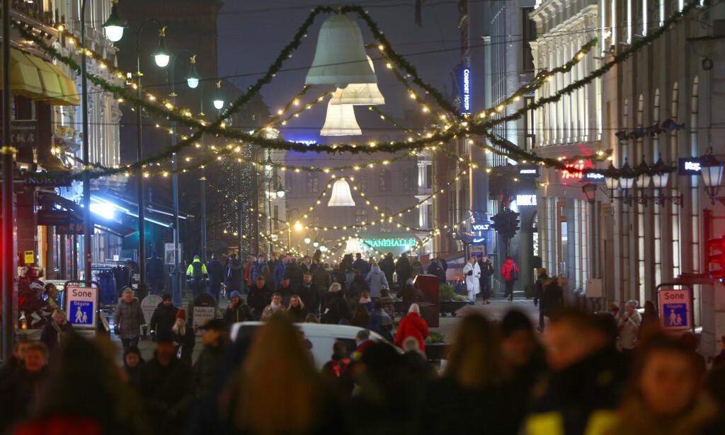 NY REKORD: Statistisk sentralbyrå regner med at det blir ny rekord i årets julehandel med 57 milliarder kroner i omsetning. Det er i så fall en økning på 1,7 prosent fra desember i fjor. Foto: Ørn E. Borgen / NTB scanpix