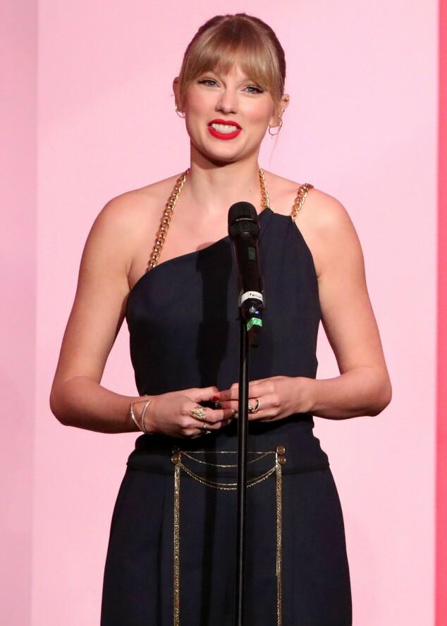 <strong>FYRTE LØS:</strong> Taylor Swift sparte ikke på kruttet i sin takketale torsdag. Foto: NTB scanpix