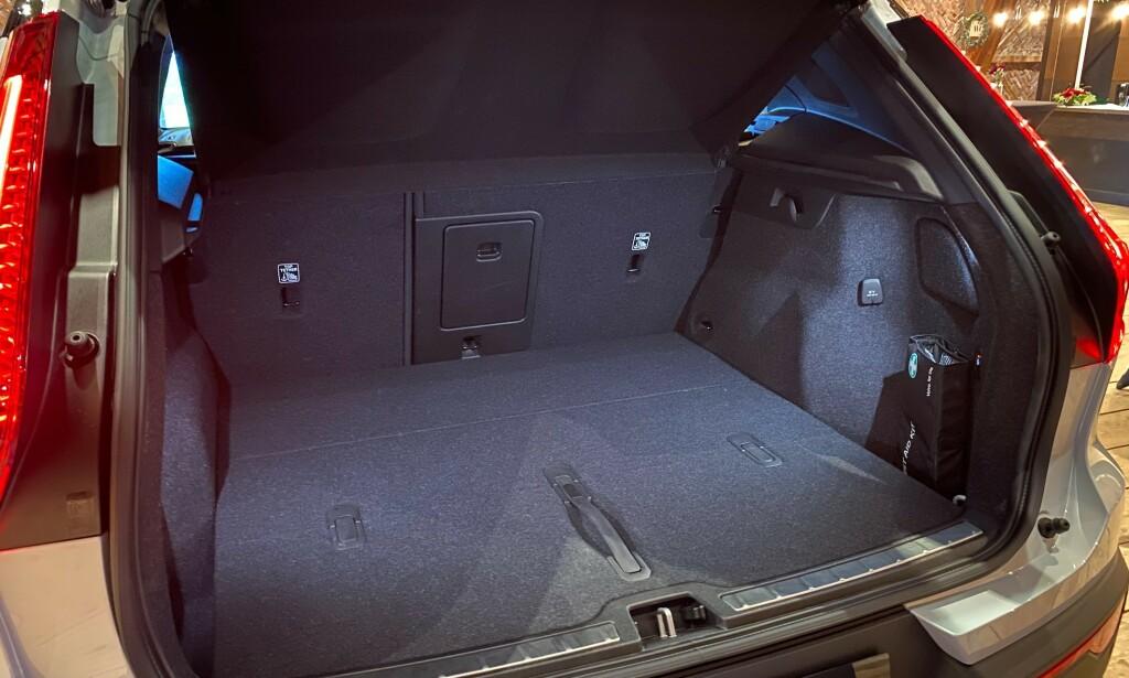 STORT NOK? Bilen har et bagasjerom på 413 liter før stolleken har begynt. Foto: Fred Magne Skillebæk