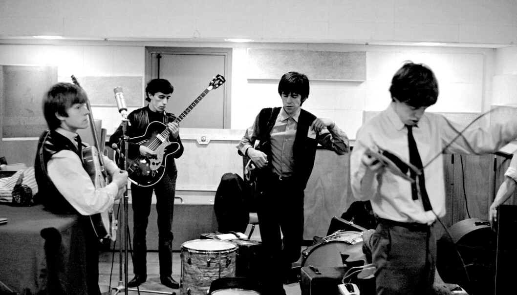 UNGDOM: Brian Jones, Bill Wyman, Keith Richards og Mick Jagger i Rolling Stones under innspilling i De Lane Lea studios i 1963. På bildet er Wyman bare 28 år, men allerede dobbelt så gammel som Mandy Smith var da han begynte å date henne. NTBScanpix
