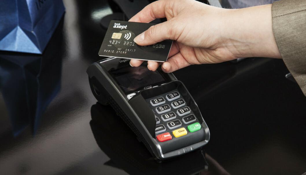<strong>KONTAKTLØS BETALING:</strong> Fra og med 2020 skal det bli enklere å betale kontaktløst i Norge. Foto: Bank Axept