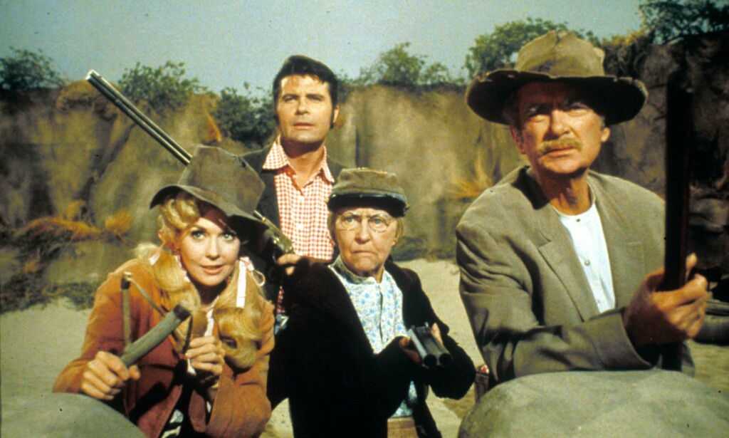 ORIGINALEN: The Beverly Hillbillies var en stor suksess på amerikansk fjernsyn på 1960-tallet. Fra venstre: Donna Douglas, Max Baer, Irene Ryan, Buddy Ebsen. Foto: Moviestore/REX