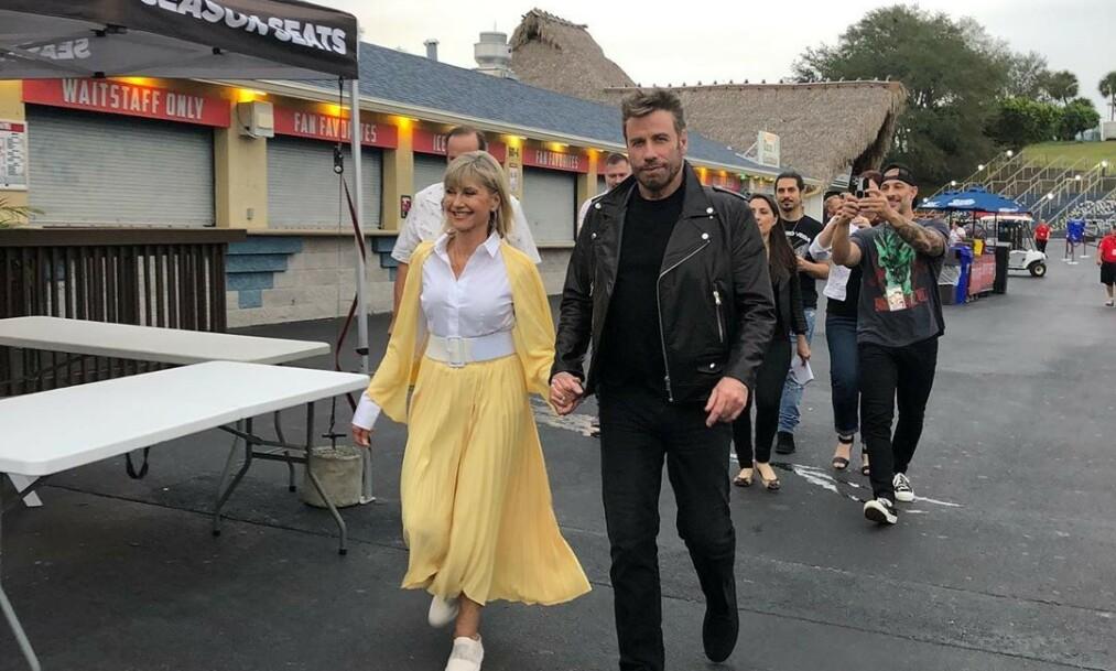 COMEBACK: Denne helgen dukket Olivia Newton-John og John Travolta overraskende opp som karakterene de spilte for over 40 år siden. Det elsker fansen. Foto: Instagram