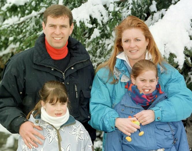<strong>HOLDT SAMMEN FOR BARNA:</strong> Sarah og Andrew har hele veien, tross skilsmissen, hatt et tett bånd. Her er de fotografert i 1999 i Sveits sammen med barna. Foto: NTB scanpix