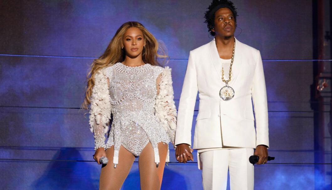<strong>PÅ TURNÉ:</strong> Beyoncé har forklart at all den harde dansetreningen hun utsatte kroppen for, lenge gjorde at hun fryktet for barnets helse da hun var gravid med sin eldste datter. Her er Beyoncé og ektemannen Jay- Z på scenen under sin «On the Run ll»-turne i 2018. Foto: NTB Scanpix