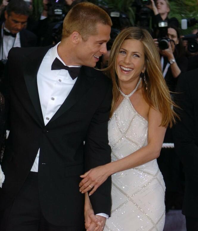 MYE OPPMERKSOMHET: Jennifer Aniston og Brad Pitt var et av Hollywoods hotteste par da de var sammen. Her i 2004, året før de gikk hver til sitt. Foto: NTB Scanpix