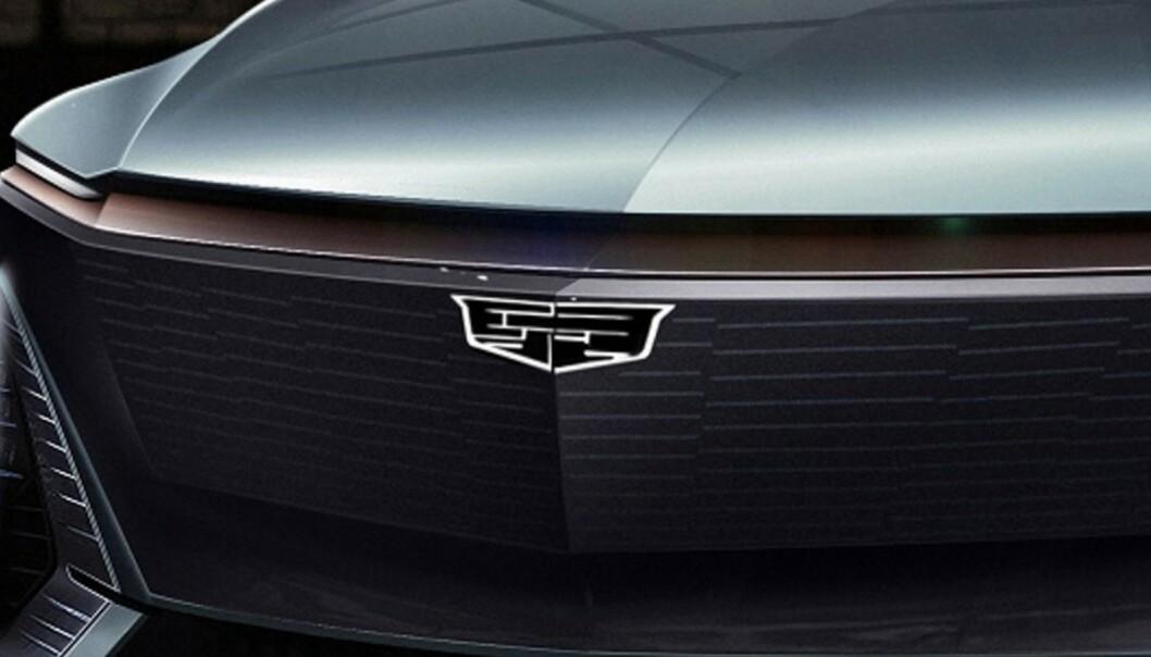 <strong>FORENKLET:</strong> Logoen, som har vært med siden 1902, har vært med på en langt og brokete ferd. Nå går en sterkt stilisert utgave inn i elektrisk retning. Foto: Cadillac.