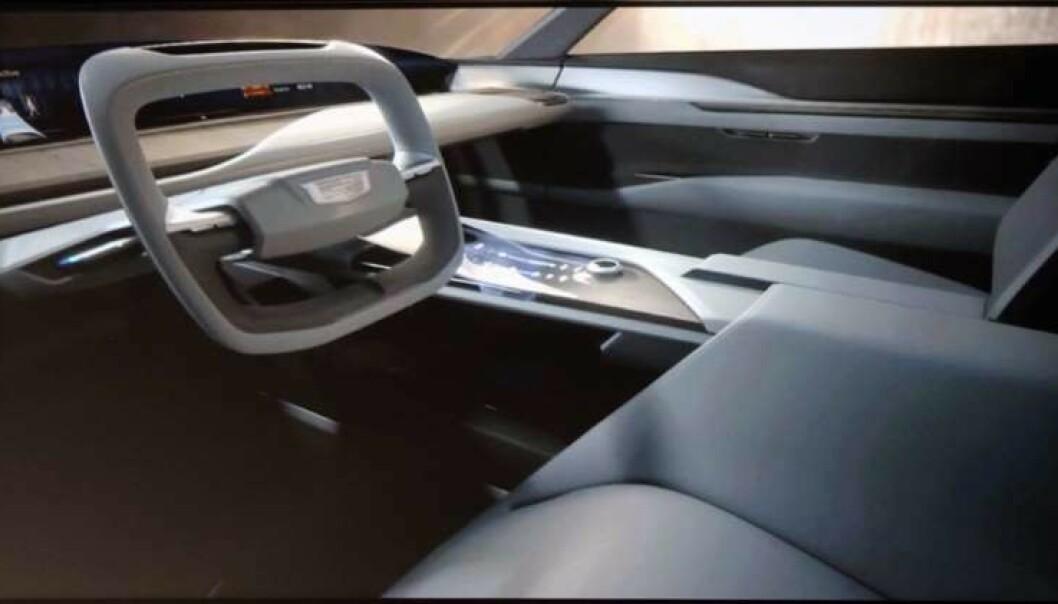 <strong>KONSEPT:</strong> Dette er interiøret som ble vist under presentasjonen. Det følger den nye trenden med en kjempeskjerm i underkant av frontruta som erstatter både instrumentpanel og headup-display. Digital skjerm med knappefunkjoner på midtkonsollen blir kommandosentralen. Foto: Cadillac.