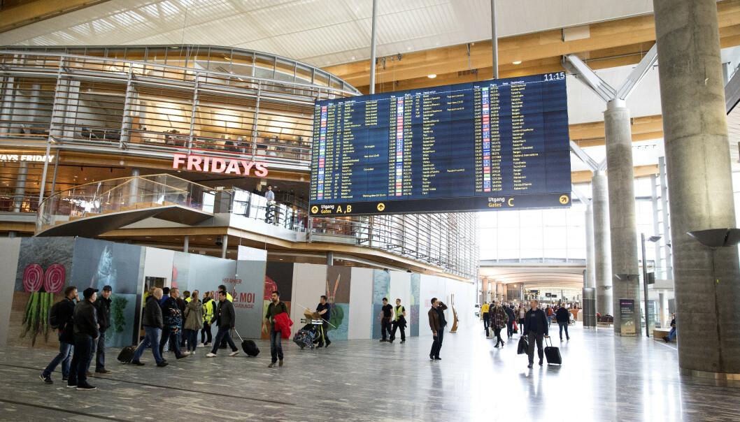 <strong>TRAVLEST PÅ FREDAG:</strong> Fredag 20. desember blir julas travleste dag på Oslo Lufthavn. Foto: NTB scanpix