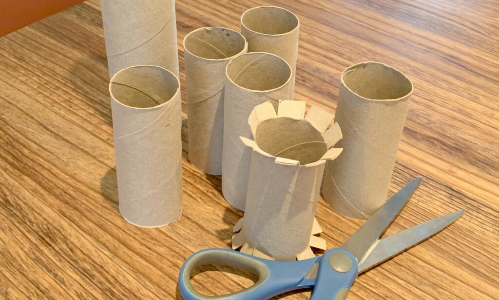 PENEST: Vi synes det ble penest om vi klippet opp dorullene i endene og brettet dem ned. Da ble de ikke så synlige inn fra siden. Foto: Kristin Sørdal