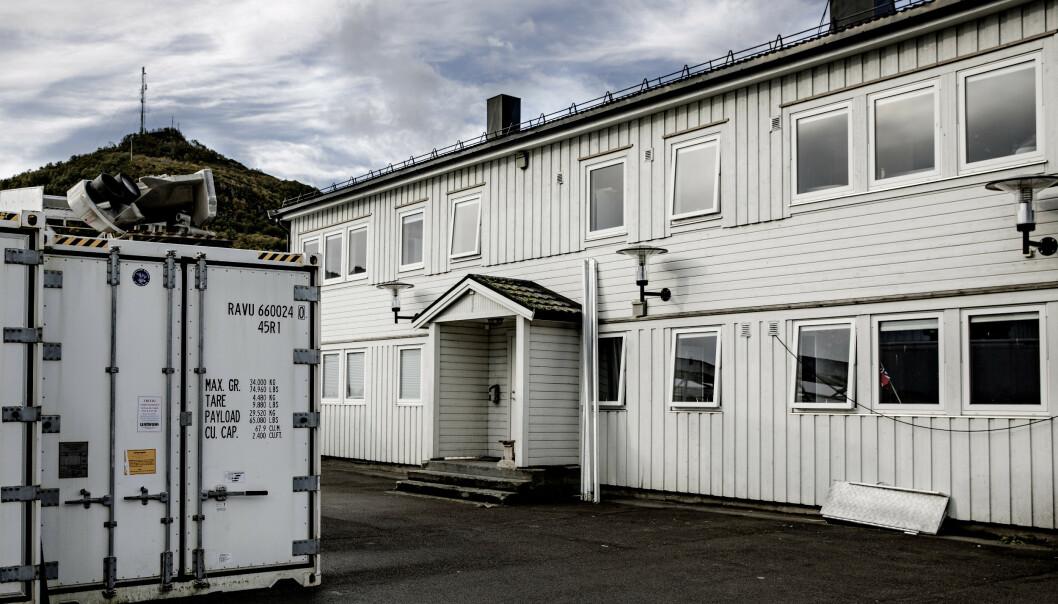 <strong>INNREDET FOR 48:</strong> Dette huset, kalt «White House», på Myre Fiskemottak var rigget for at 48 arbeidere kunne bo der i 2018. Bildet er tatt etter at huset ble pusset opp. Foto: Nina Hansen/Dagbladet