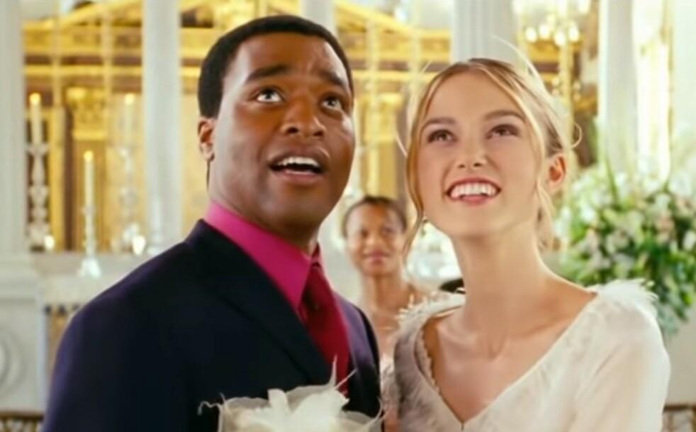 LOVE ACTUALLY: Keira Knightley var kanskje ung da hun «giftet» seg i Love Actually, men det er aldersforskjellen mellom henne og Thomas Brodie-Sangster som vekker oppsikt. Foto: Skjermdump