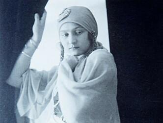 <strong>FESTSTEMT:</strong> Mormor Hana i karnevalskostyme på begynnelsen av 1920-tallet. Foto: Privat