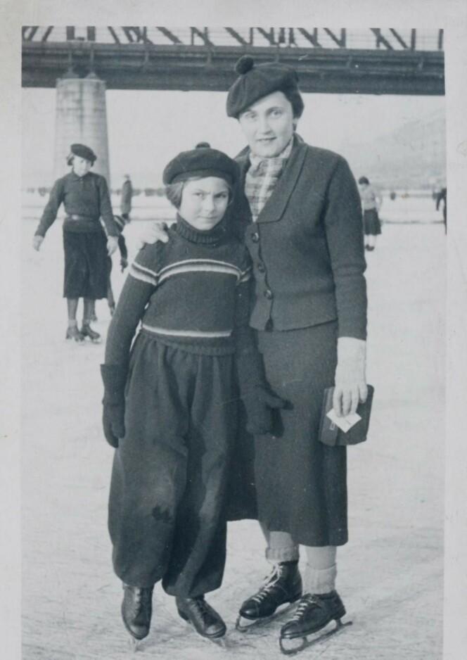 <strong>Sporty minne:</strong> Handula og Hana, Janas mor og mormor, på skøytebanen i Dejvice, Praha, cirka 1936.  Foto: Privat