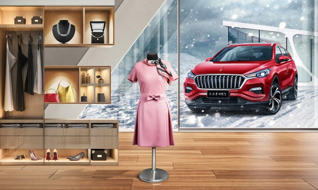 MED FIREHJULSDRIFT: Kineserne har valgt en uvanlig måte å presentere den nye el-SUV-en på på sine hjemmesider. Foto: FAW-Hongqi