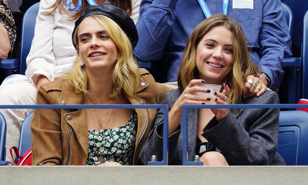 ROMANTISK BURSDAGSHILSEN: Cara Delevingne sparte ikke på kruttet da hun skulle gratulere skuespillerkjæresten Ashley Benson på Instagram. Her er duoen avbildet i september. Foto: NTB Scanpix