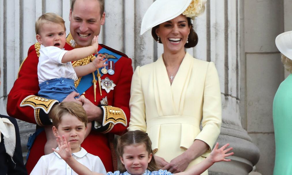 SPENTE: Hertuginne Kate er visstnok en av dem som gleder seg veldig til årets julefeiring. Her er familien på fem avbildet sammen i sommer. Foto: NTB Scanpix