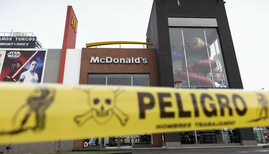 Stenger alle landets restauranter etter tragedie