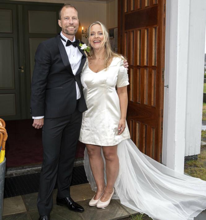 KORT BRUDEKJOLE: Henriette Steenstrup hadde en kort brudekjole på seg på selve bryllupsdagen. Foto: Andreas Fadum/Se og hør