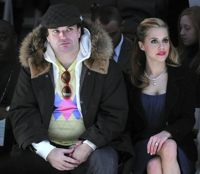 OMDISKUTERT: Simon Monjack ble ikke godt mottatt av pressen da han giftet seg med Brittany Murphy. Her er de to avbildet sammen under en motevisning i 2008. Foto: NTB Scanpix