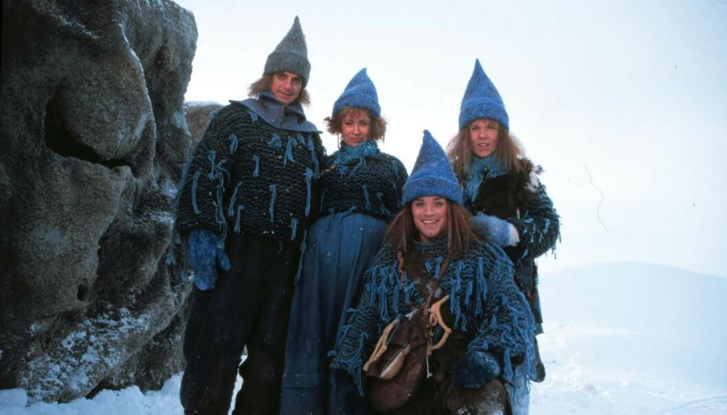 POPULÆRE: Det er 20 år siden «Jul i Blåfjell» først ble vist på NRK. Her er (f.v.) Paul Ottar Haga, Tone Danielsen, Mikkel Gaup og Suzanne Paalgard. Foto: NRK