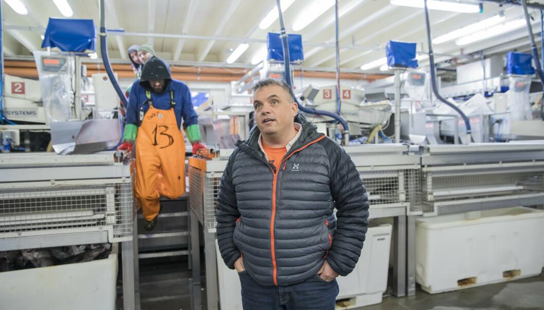 <strong>TRAKK DE ANSATTE FOR ARBEIDSKLÆR:</strong> Myre fiskemottak trakk de ansatte 3000 i måneden for bruk av arbeidsklær. - Dette er i tråd med gjeldende arbeidsmiljølov, sier Myre-sjef Ted Robin Endresen. Foto: Marius Fiskum