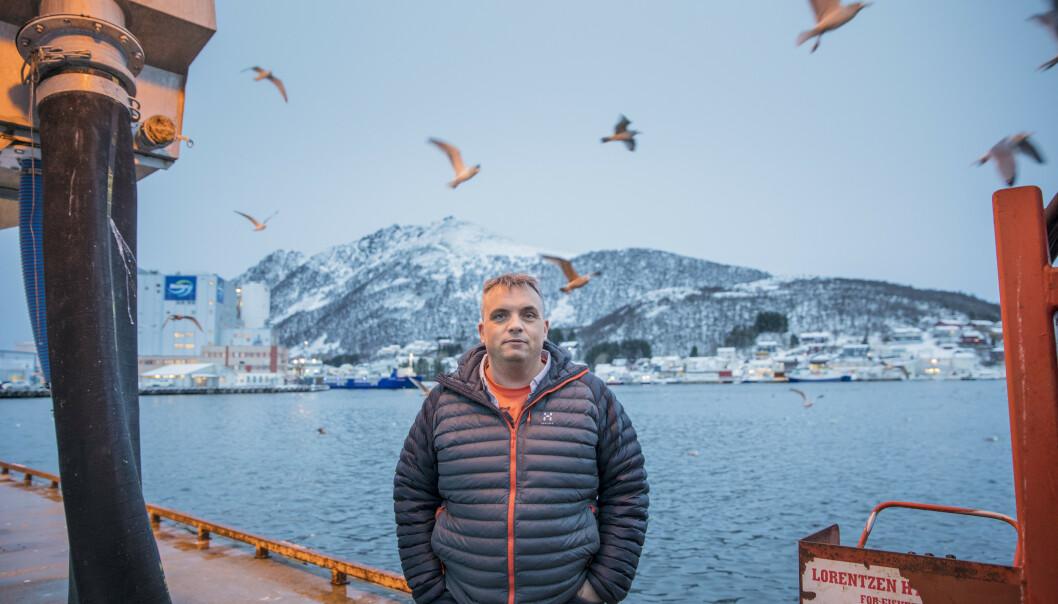 <strong>- VI FØLGER LOVEN:</strong> Ted Robin Endresen, daglig leder og eier av Myre Fiskemottak, nekter for at de har brutt loven slik Arbeidstilsynet beskriver. Foto: Marius Fiskum