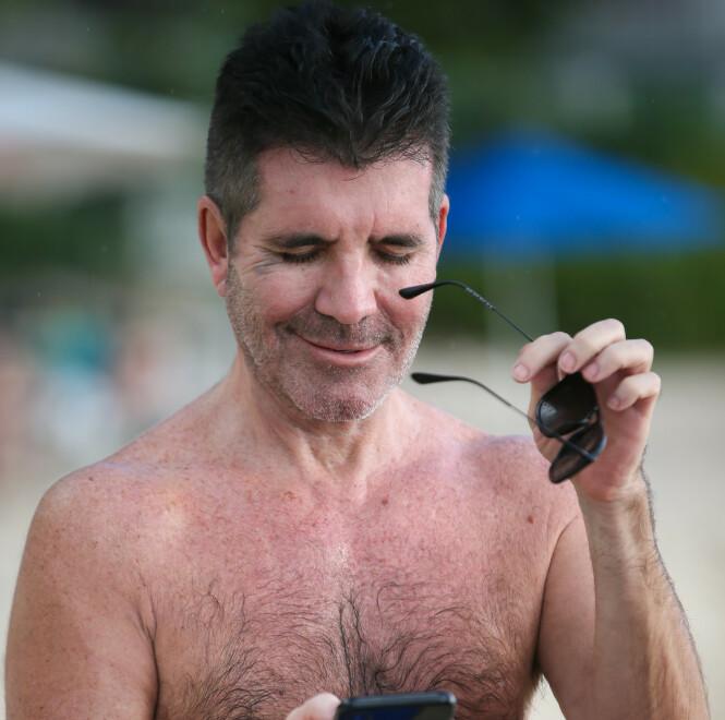 KOLLISJON MED DØREN: Ifølge en anonym kilde skal Cowell ha kollidert med inngangsdøren og dermed blitt utsatt for en blåveis. Foto: NTB Scanpix