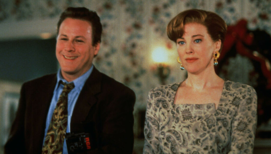 I 1992: John Heard og Catherine O'Hara i en scene fra «Alene hjemme 2 - Forlatt i New York». Foto: Zuma Press/ NTB scanpix
