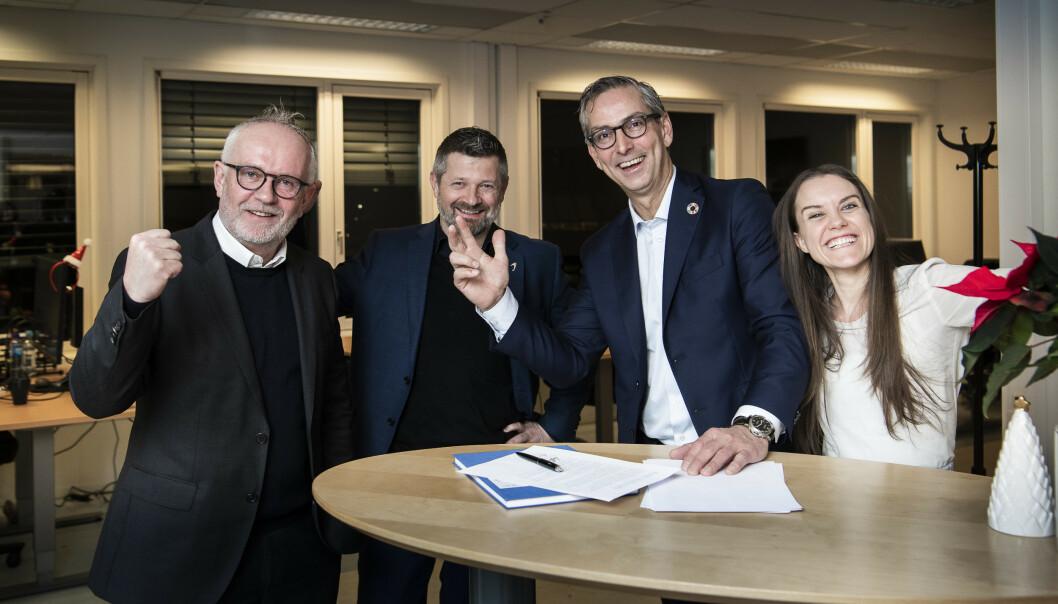 <strong>BIG DEAL:</strong> King Coffee signerer her avtalen med det store IT-selskapet Atea. Det betyr at at den nystartede bedriften har fått enda et solid bein å stå på. Foto: Lars Eivind Bones / Dagbladet