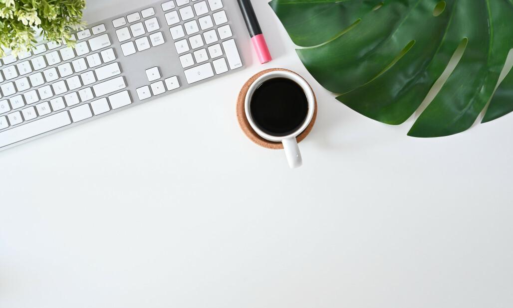 <strong>FLYTENDE ENERGI:</strong> Kaffe er en helt essensiell del av arbeidshverdagen for mange. Nå har norske gründere funnet en måte å utvikle jobbkaffen på. Foto: Shutterstock / NTB Scanpix