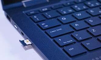 Som seg hør og bør for en jobb-PC, har Dragonfly SIM-kortleser. Foto: Martin Kynningsrud Størbu