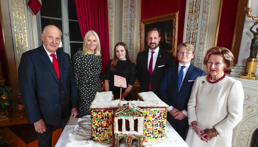 <strong>FOTOGRAFERING:</strong> Kongefamilien var samlet til den årlige julefotografering på Slottet i midten av desember. Foto: NTB Scanpix / Lise Åserud