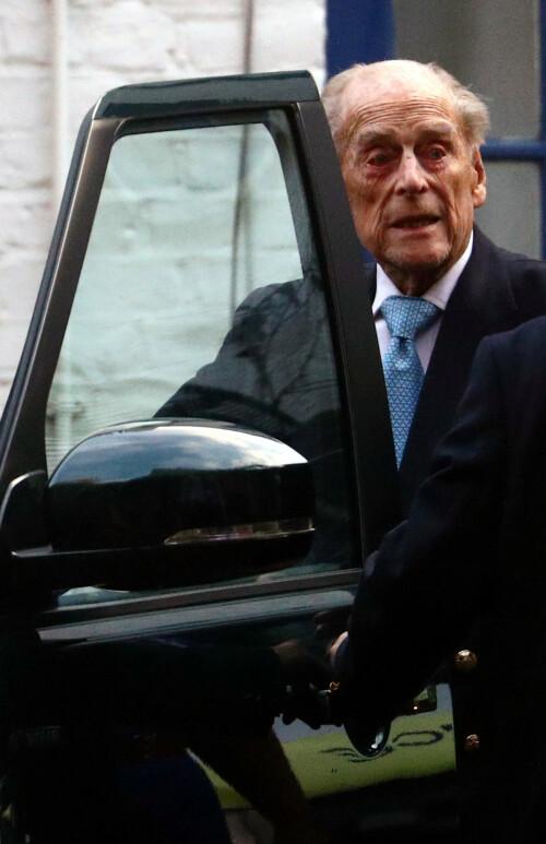 <strong>HJEM TIL JUL:</strong> Prinsen så ut til å være ved godt mot da han forlot sykehuset. Foto: NTB Scanpix