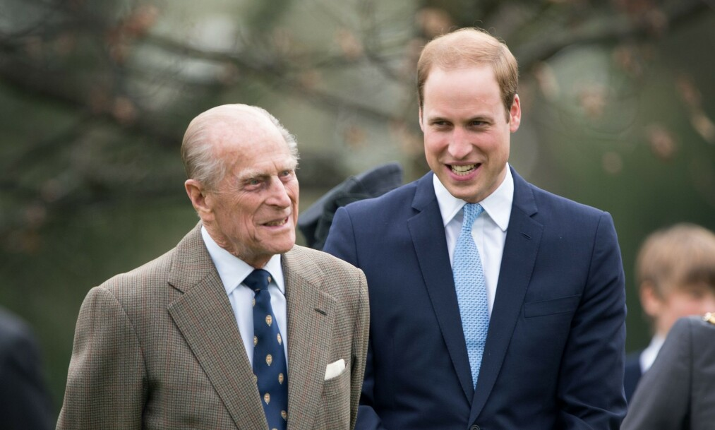 <strong>SKREVET UT:</strong> På julaften ble fikk prins Philip reise hjem fra sykehuset for å feire jul med familien. Her er han avbildet med barnebarnet prins William ved en tidligere anledning. Foto: NTB Scanpix