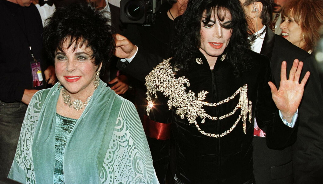 HISTORISK: Denne jakken ble brukt av Jackson på Elizabeth Taylors 65-årsdag i 1997. Nå tilhører den en seksåring. Foto:NTB scanpix
