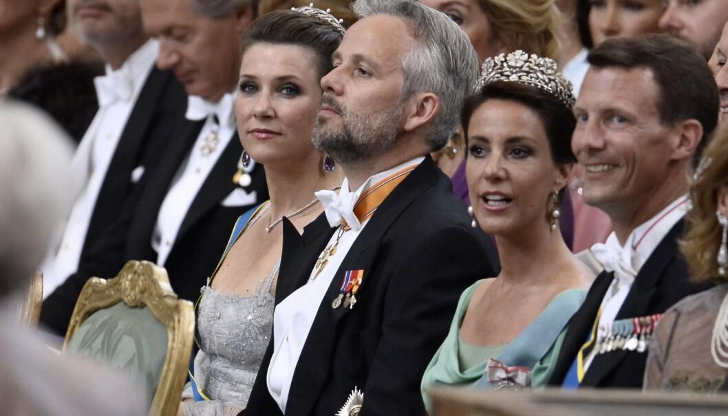 <strong>I KONGELIG SELSKAP:</strong> Märtha Louise, Ari Behn, prinsesse Marie og prins Joachim avbildet under prins Carl Philip og prinsesse Sofia av Sverige sitt bryllup i 2015. Foto: NTB Scanpix